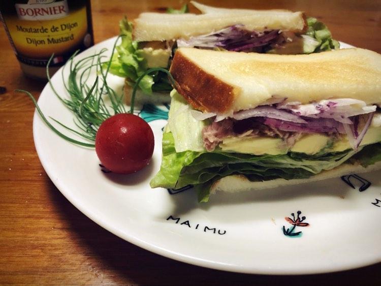 Avocado sandwiches
